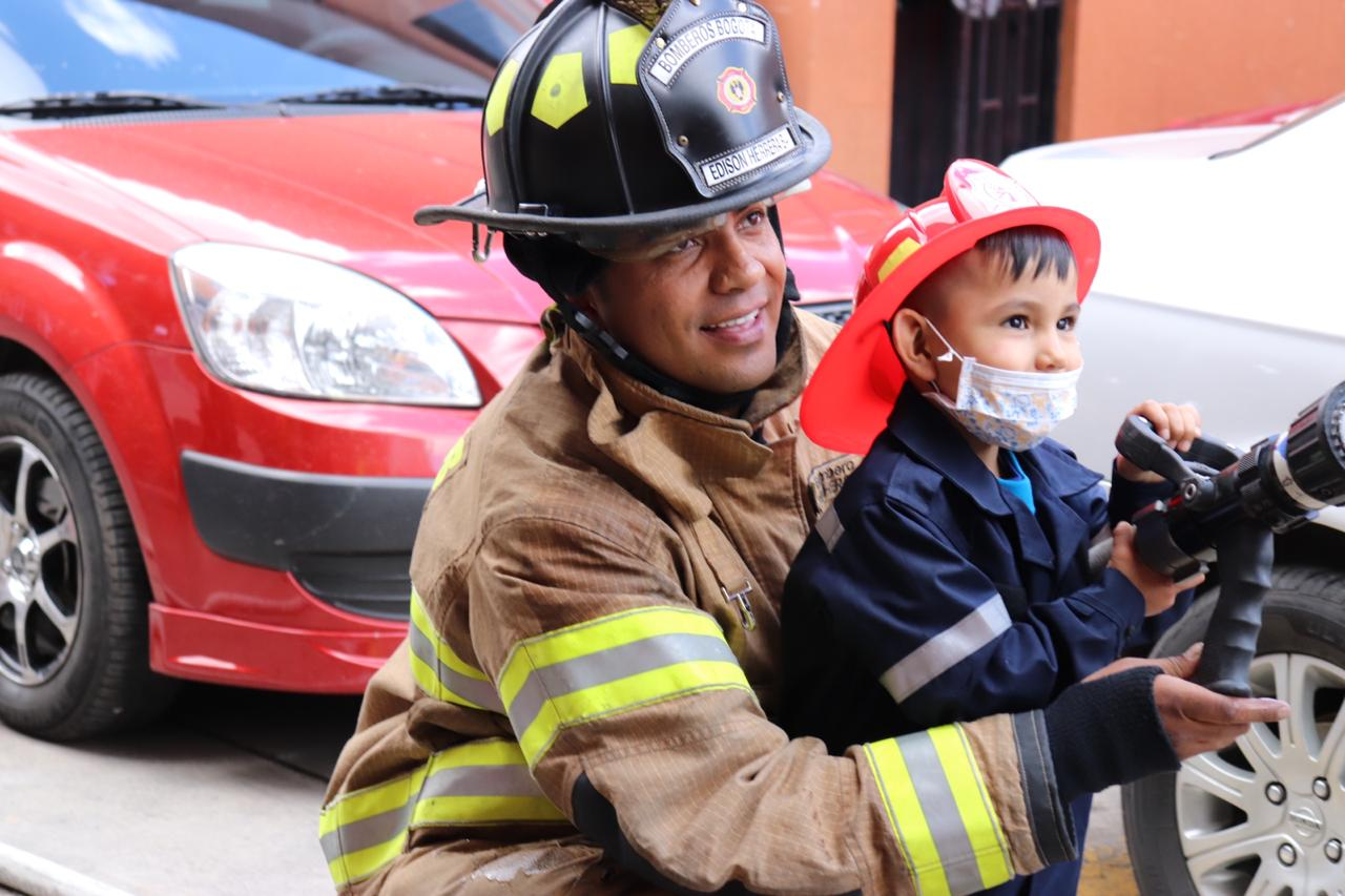 Un viaje en el carro de bomberos